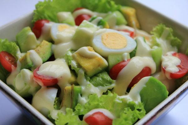 làm thực đơn giảm cân với salad bơ