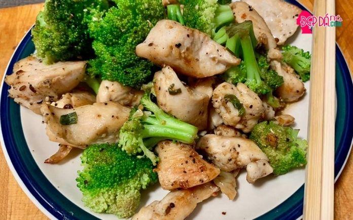 Ức gà xào broccoli